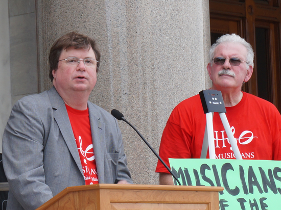 ICSOM Chairperson Bruce Ridge and Hartford Local 400 President Joseph Messina