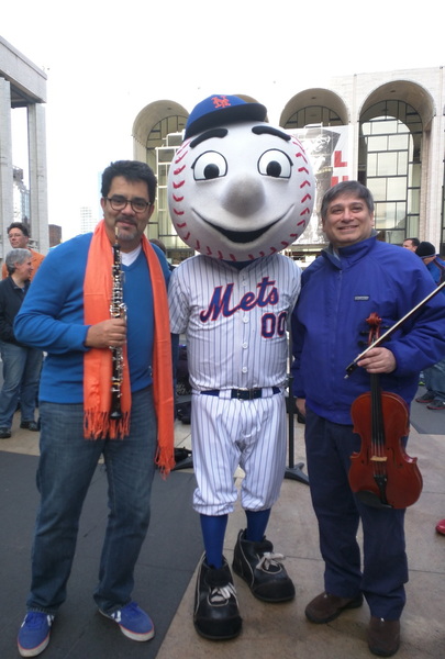 Mr. Met poses with Pedro Diaz and Vincent Lionti Photo credit: Billy Hunter