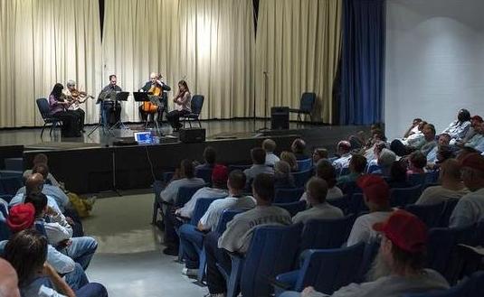 KCS Musicians Tamamo Gibbs and Mary Grant (violin), John Klinghammer (clarinet), Alex East (cello), Jessica Nance (viola) Photo credit: David Eulitt