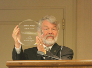 Local 125 (Norfolk, VA) President John Lindberg unveils a plaque honoring outgoing ICSOM Chair Bruce Ridge Photo credit: Dan Sweeley